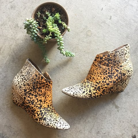 ff8cfd99bb18 @shopfuture. 2 years ago. Los Angeles, CA, USA. Matisse Nugent Leopard  Booties / size 8.5 / pony hair / good ...