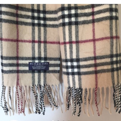 ab14ee23152ab Really cosy   soft vintage Burberry scarf in classic print. - Depop