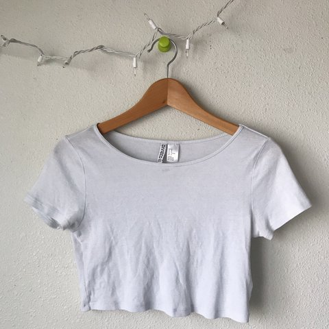 dbf8cbf8aade2 divided   h m - basic white crop top. only worn once. super - Depop