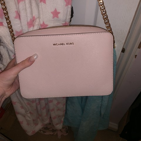 b3a21e7c367c @evaveitch. 5 months ago. Maidstone, United Kingdom. Michael kors baby pink  small cross body bag ...