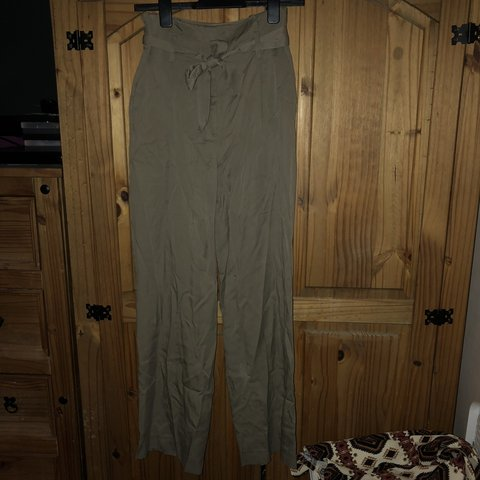 39a288a9ae H&M khaki tapered cigarette trousers Size 8 (TOPSHOP, in - Depop