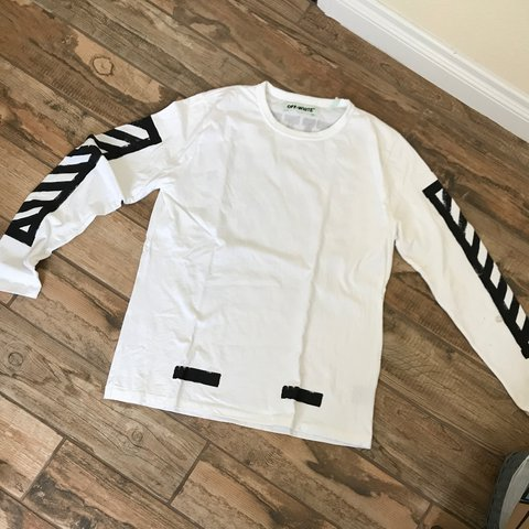a1895471b Off white long sleeve size XXL but fits a big large 9/10 hit - Depop