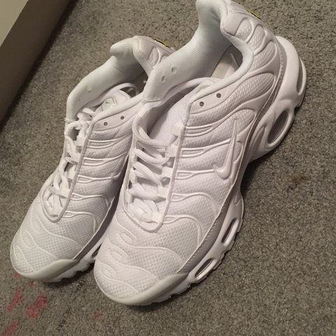 dd3318d703 @indealidbury. last year. London, UK. WHITE BRAND NEW NIKE TNS SIZE 6 NEVER  WORN