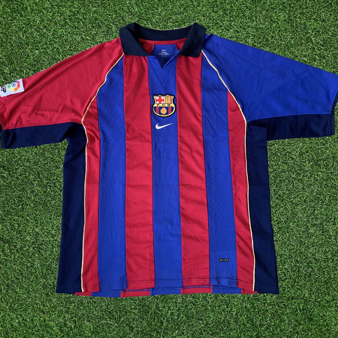 new product d3611 9c70b 2001-2002 FC Barcelona Vintage Nike Jersey 1 of the... - Depop