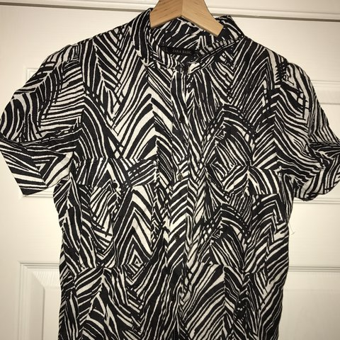 a0a2de0d76936 Zara zebra animal mono print shirt pocket utility mini dress - Depop