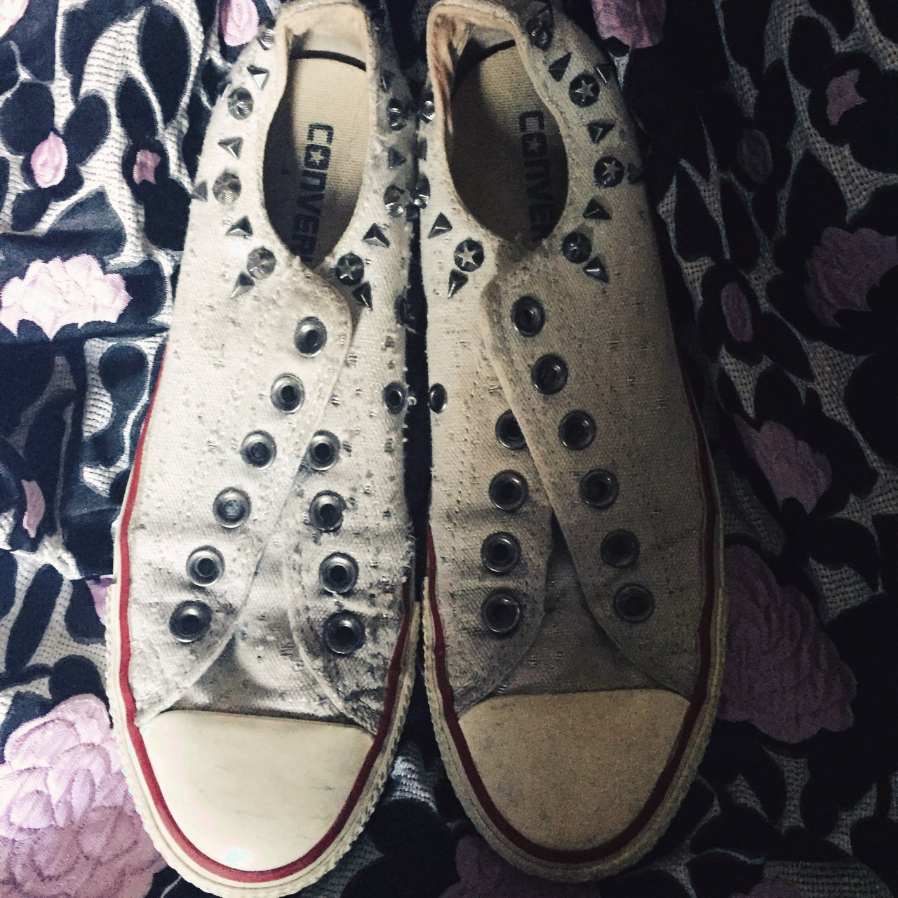 4aed6c1222f666 Studded off white converse -