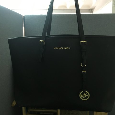 2bba02ad91e0 @keadaniels. 3 years ago. United Kingdom. Beautiful authentic large black  Michael Kors totes bag.