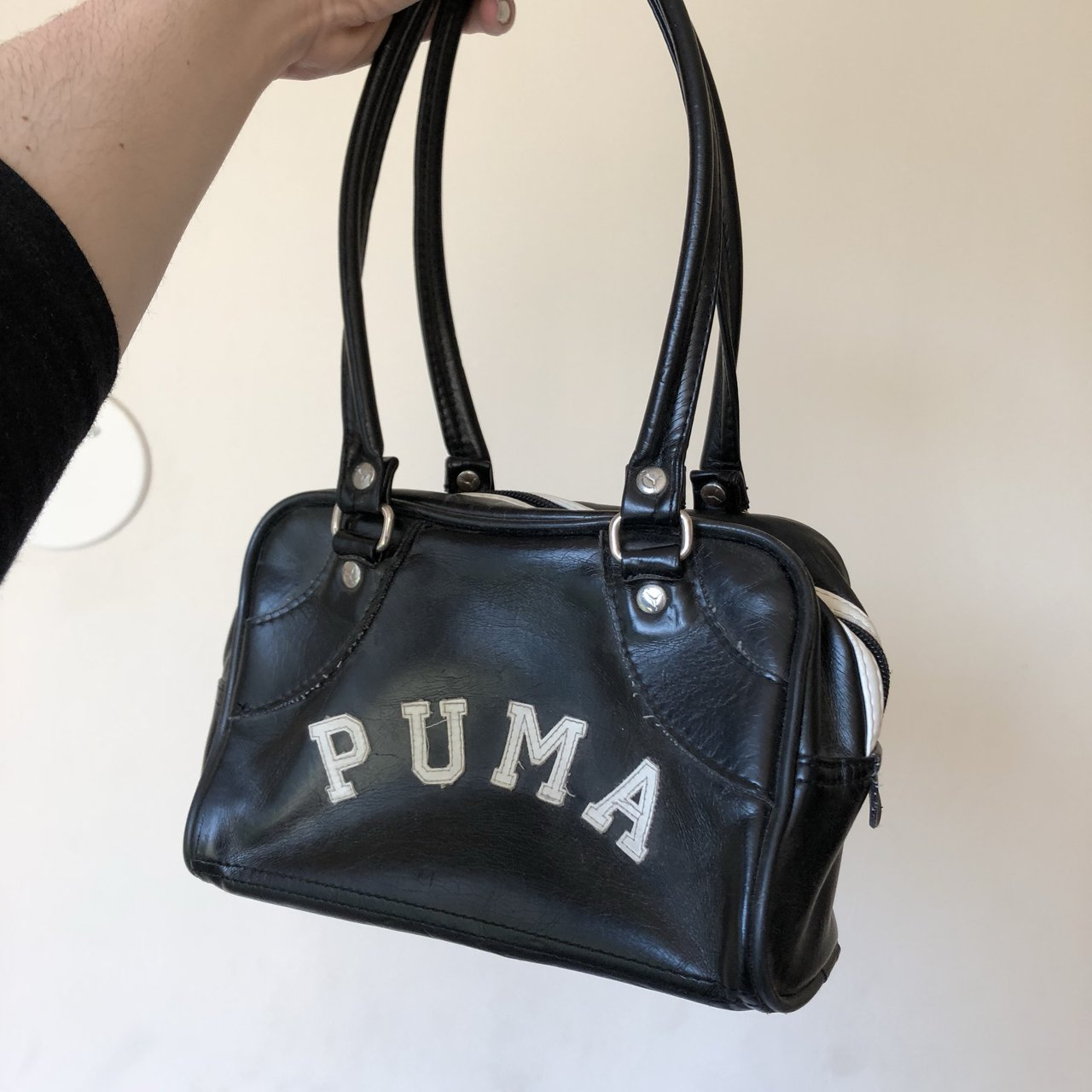 5f6049ac016f VINTAGE PUMA PURSE! Definitely worn in and well loved