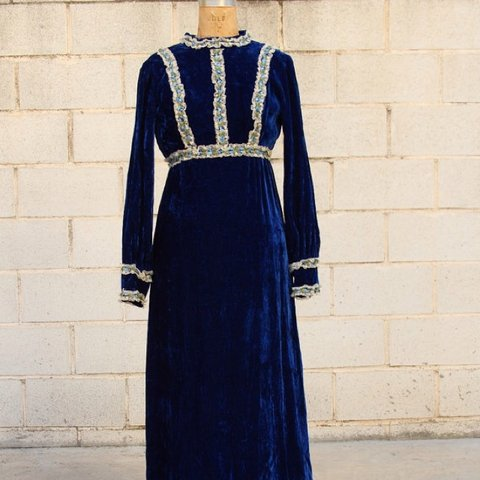 e80e44b68912 @vianova. 4 years ago. Fuengirola, Spain. Truly gorgeous deep blue crushed  velvet maxi dress ...