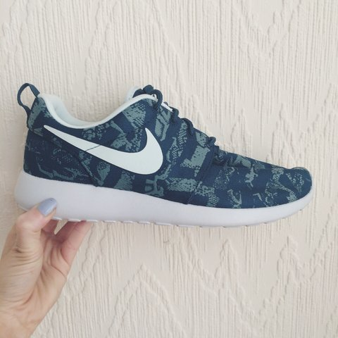 los angeles adfc5 588ac emmawaite. 11 months ago. Manchester, United Kingdom. Nike roshe run UK 7  ...