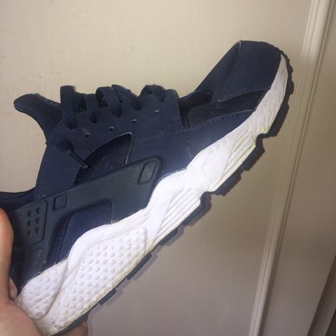 80ec0dc671aeca NIKE HUARACHES AIR NAVY AND WHITE EDITION 8 10 CONDITION