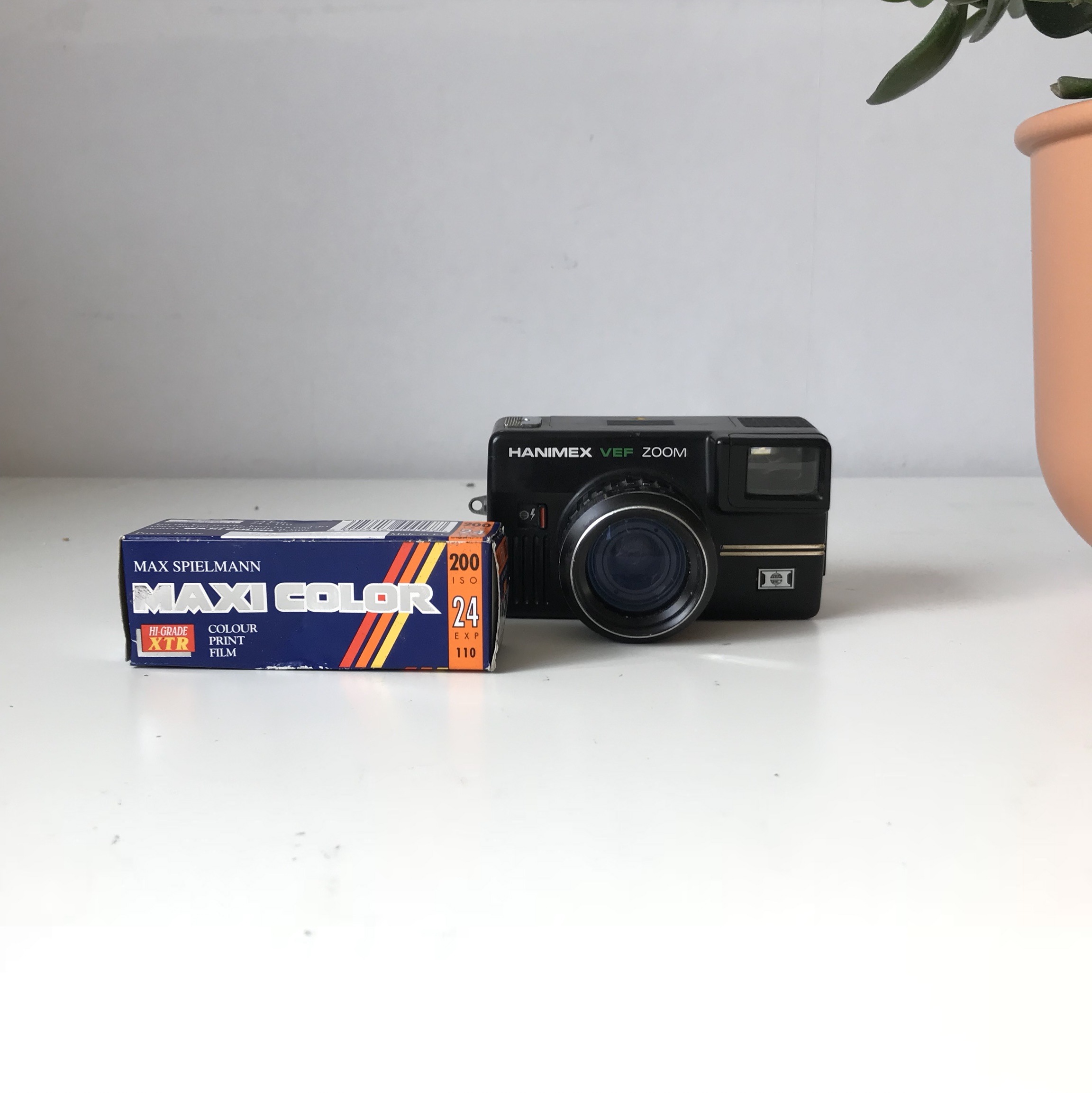 Hanimex VEF zoom 110mm camera  *FILM NOT INCLUDED