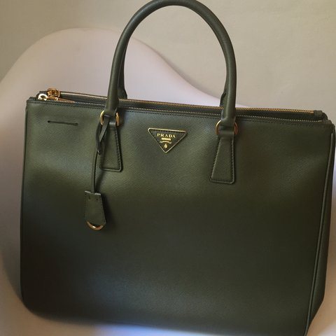 11f5cbd93043 Prada Tote bag Saffiano leather in Military Green. NEW! With - Depop