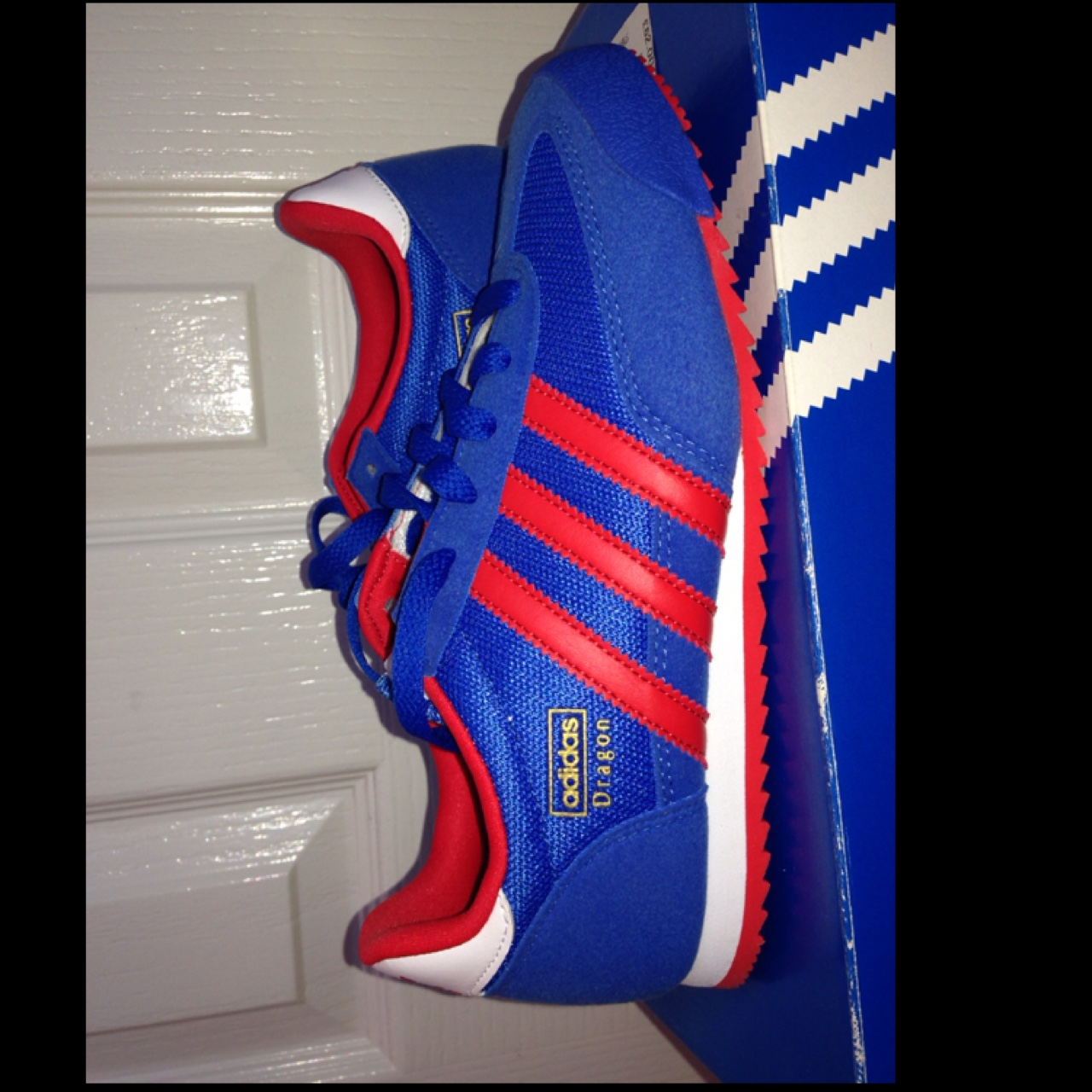 animal impermeable Humillar  Reserved.... Adidas Dragon red and blue trainers.... - Depop