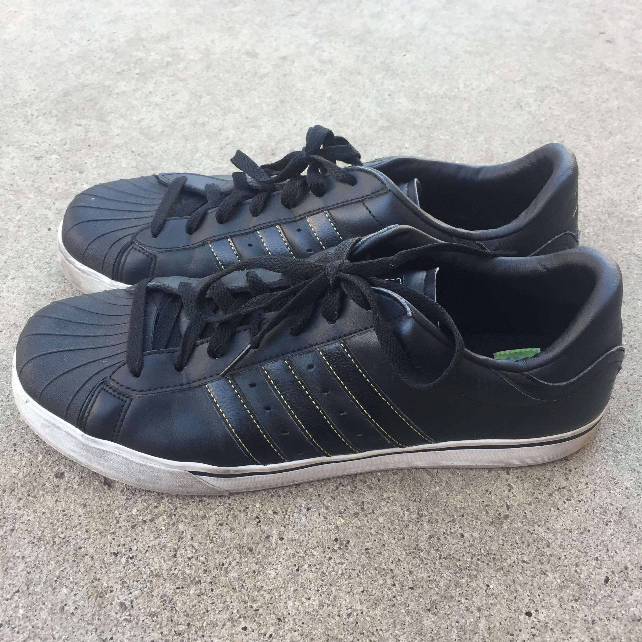 Adidas Neo shoes. men's US size 10 12. Can't really Depop