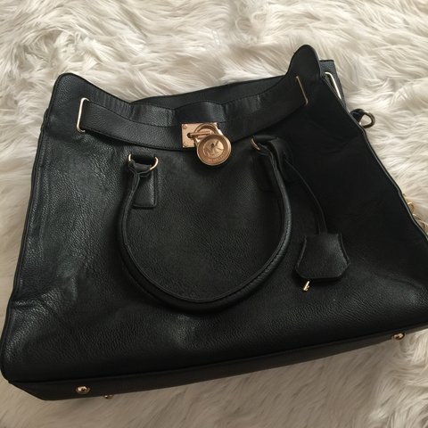 eb0bce189632 Michael Kors    bag    fake    faux leather    has the usual - Depop