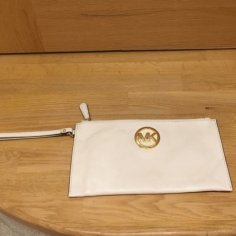 6a9ccbd419c074 🌸 Lovely cream Michael Kors clutch bag purse 🌸 used but in - Depop