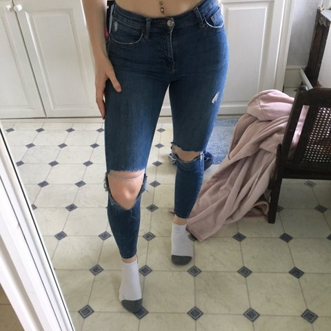 1861c223bbd @bhjonesx. 21 days ago. Cardiff, United Kingdom. Topshop Moto Jamie Jeans  w25 l30. Ripped knee, distressed ...