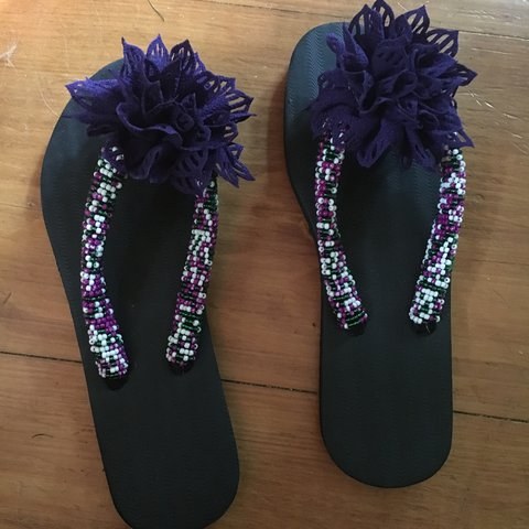 7809b6f63 New Cute Beaded Flip-Flops with Purple Flower - size 10.5
