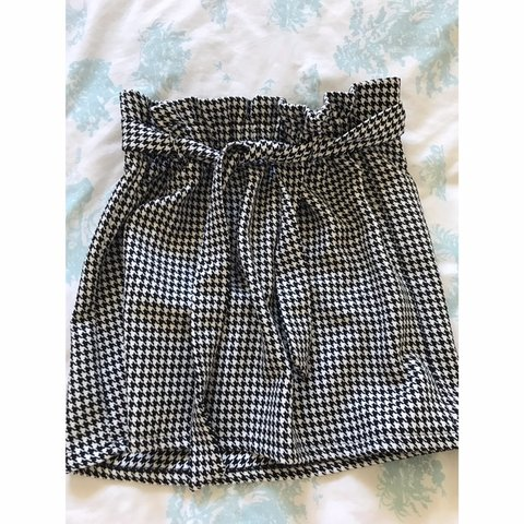 23d9b81746 @loisfeatherstone. 2 hours ago. Rhyl, United Kingdom. Black and white  patterned skirt from NewLook. Worn once, perfect condition 💕 size ...