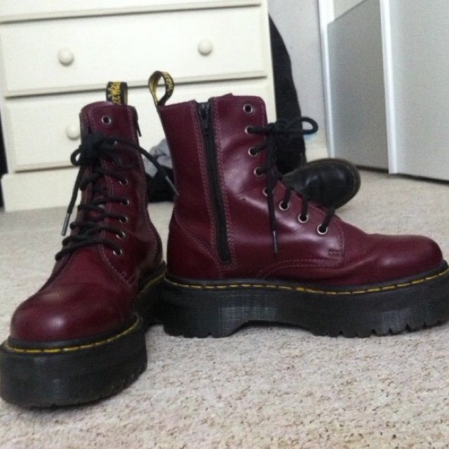 Dr. Martens Chunky lace