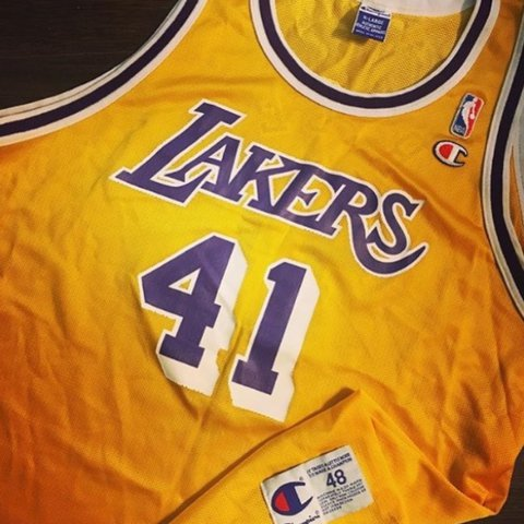 57b607f95ff champion lakers jersey size 48 XL in great condition! - Depop