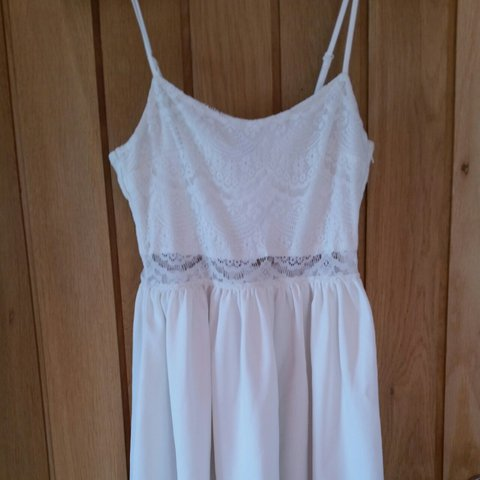 b0d0555e5dd4 Cute girly white summer dress. Only worn a few times
