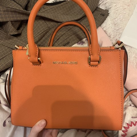 cb3b0c9aff00 100% authentic Michael Kors bag The colour is amazing and I - Depop