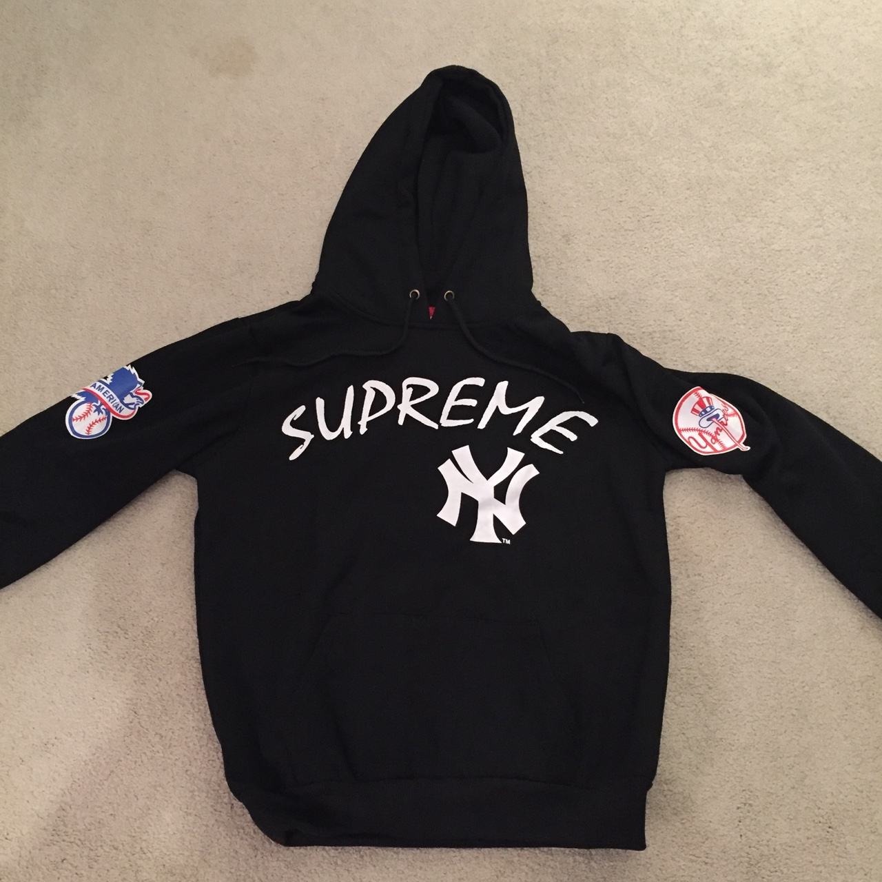 the latest c4647 5b084 Supreme Yankees black hoodie never worn 10/10. Size ...
