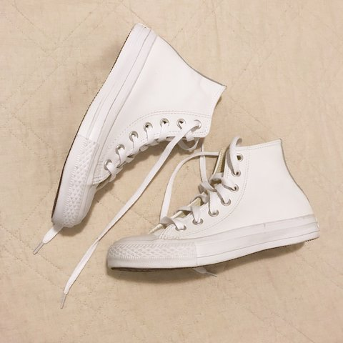 1fa2adc3ae0d White leather converse size 6 Women s size 6