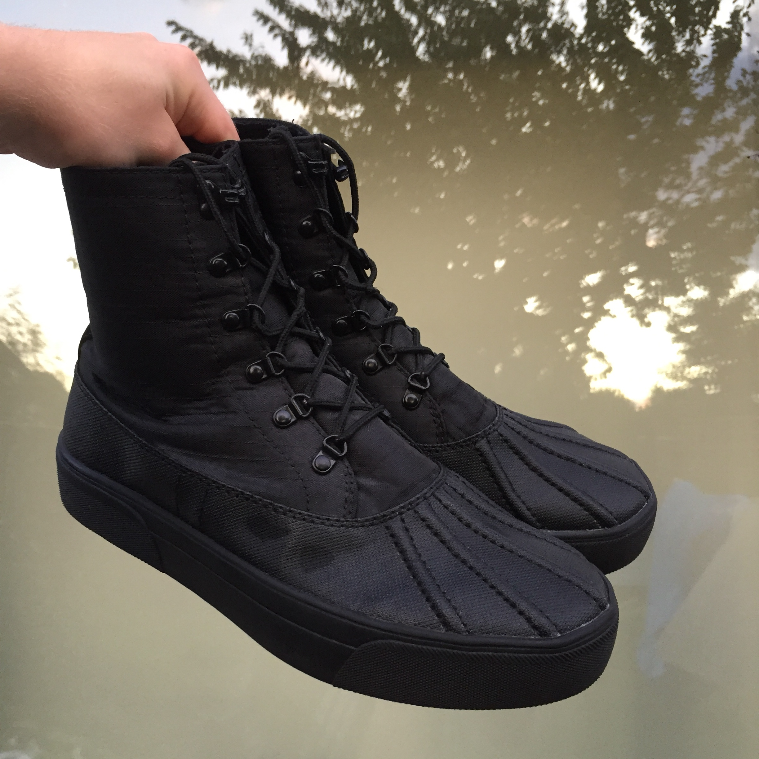 Urban Outfitters Duck Sneakerboot Black