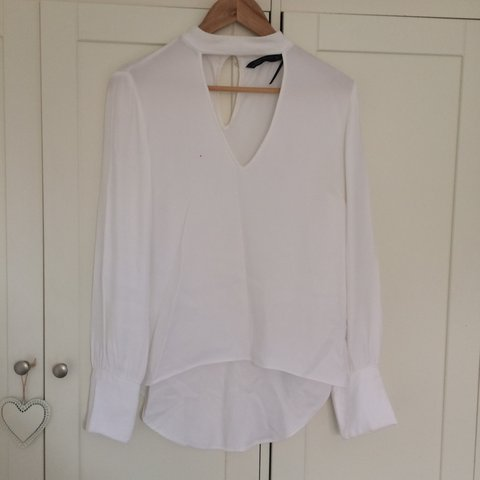 d94505ee7e0 @ezbevin15. 2 years ago. London Borough of Wandsworth, London, UK. White  shirt from Zara. Chocker style with long sleeve and v neck.