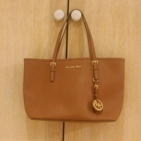 2118ac9ba5aa Michael Kors Tan/Brown Tote. RRP: This was gifted to very - Depop