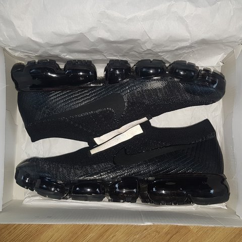784668646e8 Nike Air Vapormax Laceless Black Size 10 can fit because too - Depop