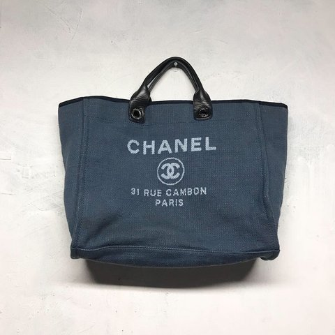 57627c736779 CHANEL 31 Rue CAMBON Paris Purse. Genuine Material is heavy - Depop