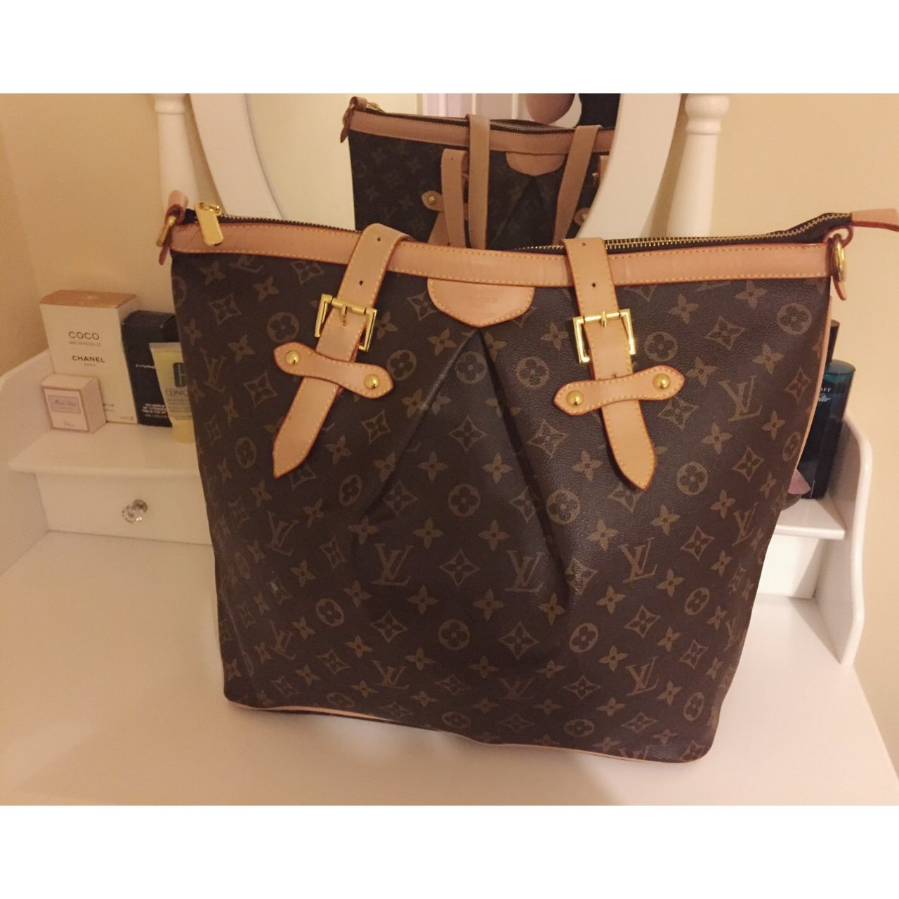 d52ecc805d383c Louis Vuitton large bag. Hardly used and no marks or signs - - Depop