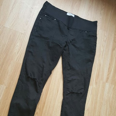 3d426b077eb @georgiahastings1996. 3 years ago. Cleethorpes, United Kingdom. Under the bump  black skinny with ripped knee maternity jeans from new look size 12 ...