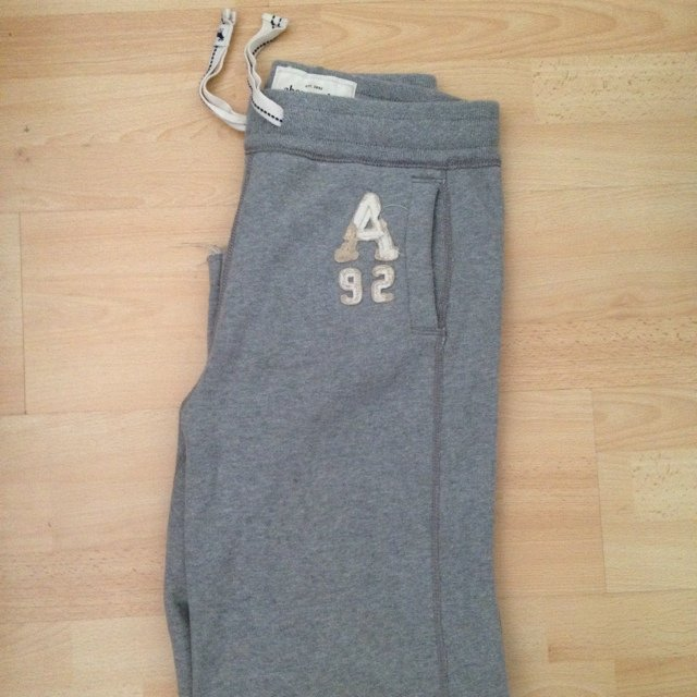 e43d74b204 @lydplaza. 5 years ago. Derby, UK. ABERCROMBIE & FITCH unisex classic  sweatpants / Kids size XL ...