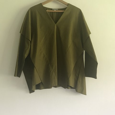 dfe6a10662780 @yeerachel. 3 months ago. Surbiton, United Kingdom. Oversized olive green  top from COS.