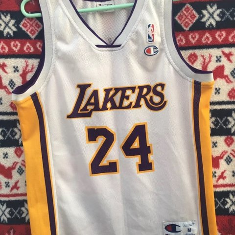 b62ddc1831e7 Vintage Champion La Lakers NBA Jersey Medium Kobe Bryant 24 - Depop