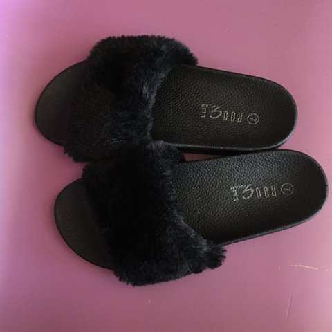 e1e0eff27f8d PRICE DROP!! Black fuzzy slides by rogue. Look alike of but - Depop