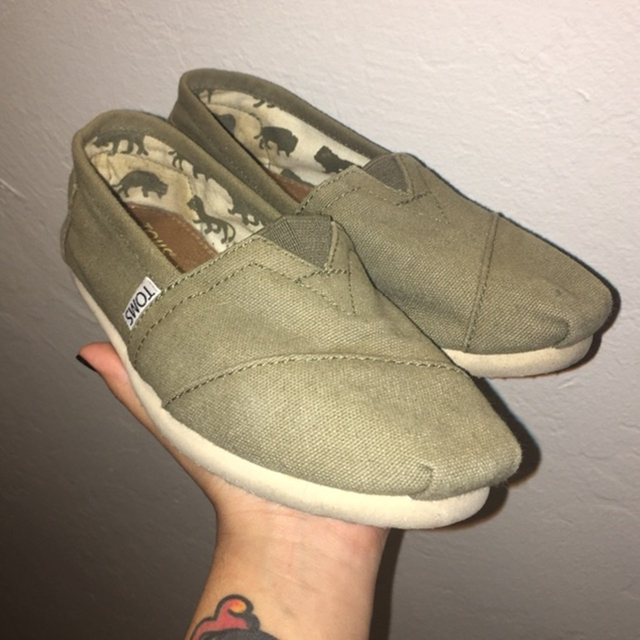 19f14a62670 olive green Toms shoes in size 5W •gently worn (practically - Depop