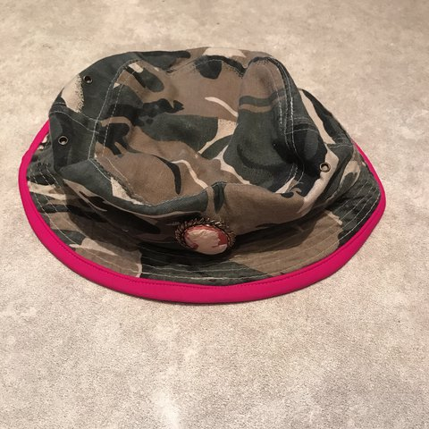 d444c259546 Camo SILVERSPOON ATTIRE bucket hat with brooch and pink new - Depop