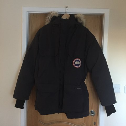 464e369c6d9 Canada Goose Expedition parka in navy. A few years old with - Depop