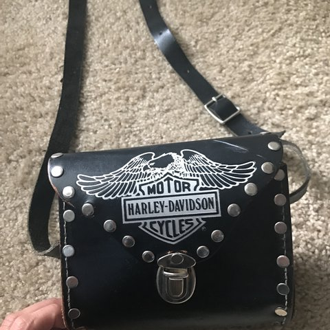 a8fa3dcb6ee @mariets. 2 years ago. United States. Cute Vintage Harley Davidson purse.