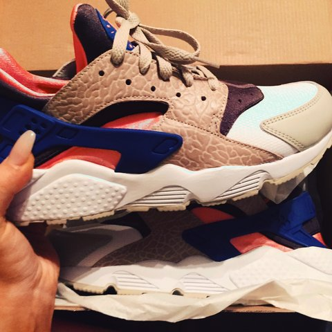 606d4032214f4 2 pair of Nike Air LIMITED EDITION Huaraches. First - LE -