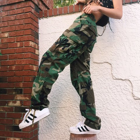 a35f929b175 80s vintage green camo authentic army pants with adjustable - Depop