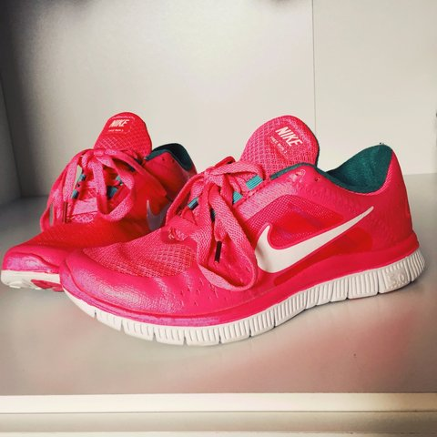 0d86a8f74972 Selling my nike free runs as they re too small! Size 6 but a - Depop