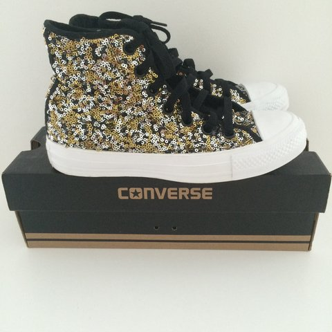 def4e21e3c34 Converse High Top Trainers LIMITED EDITION Gold   Silver   - Depop