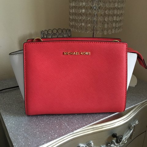 5ff6f5417afe @natalieobrien. 3 years ago. Goole, United Kingdom. Genuine Coral Michael  kors side bag!